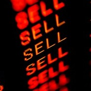 trading screen iStock 000007388795XSmall e1289947313436 7 Big Name Stocks That are Big Time Sells