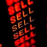 trading screen iStock 000007388795XSmall e1289947313436 5 Big Name Stocks to Sell Now