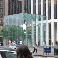 Apple Store 1 200x200 Thursday Apple Rumors: Apple in Talks to Buy Waze