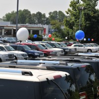 Auto Cars Dealership 200x200 Automakers See Rising U.S. Sales in August