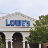 Home Improvement Lowes1 200x200 Lowes Shares Slide on Lower Q2 Profit, Revenue