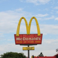 Restaurant Fast Food Mc Donalds 2 200x200 McDonald's Misses Q2 Earnings Forecast, Shares Fall