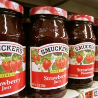 Should I Buy J.M. Smucker? 3 Pros, 3 Cons