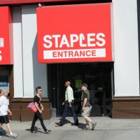 Staples 200x200 Staples Shares Plunge on Weak Q2 Results