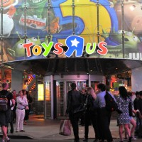 Toys 'R' Us to Extend Holiday Layaway Service