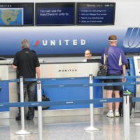 United 5 200x200 United Airlines Service Hit by Computer Outage