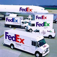 fedex trucks plane logos 630 flickr 200x200 FedEx Warns on Lower Q1 Earnings, Cites Weak Economy