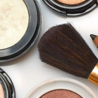 3944616 cosmetics 200x200 Estee Lauder Shares Jump on Q4 Earnings
