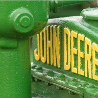 John Deere antique tractor 630 flickr 200x200 Deere: Profits Jump, Q3 Outlook Rises