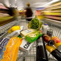 Shopping cart fast 630 flickr 200x200 U.S. Consumer Spending Increased in July
