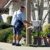 usps mailman mailbox 630 200x200 Post Office to Cut Hours at Rural Locations