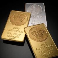 gold and silver 630 200x200 Gold Edges Lower as Markets Await March Jobs Report