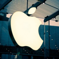 huge apple logo 630 200x200 Friday Apple Rumors: iPhone's Global Market Share Slips