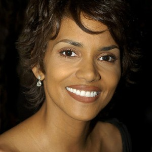 HalleBerry 300x300 Halle Berry to Pay Whopping Child Support
