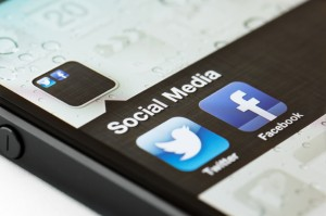 social media fb facebook twitter twtr smartphone 630 ISP