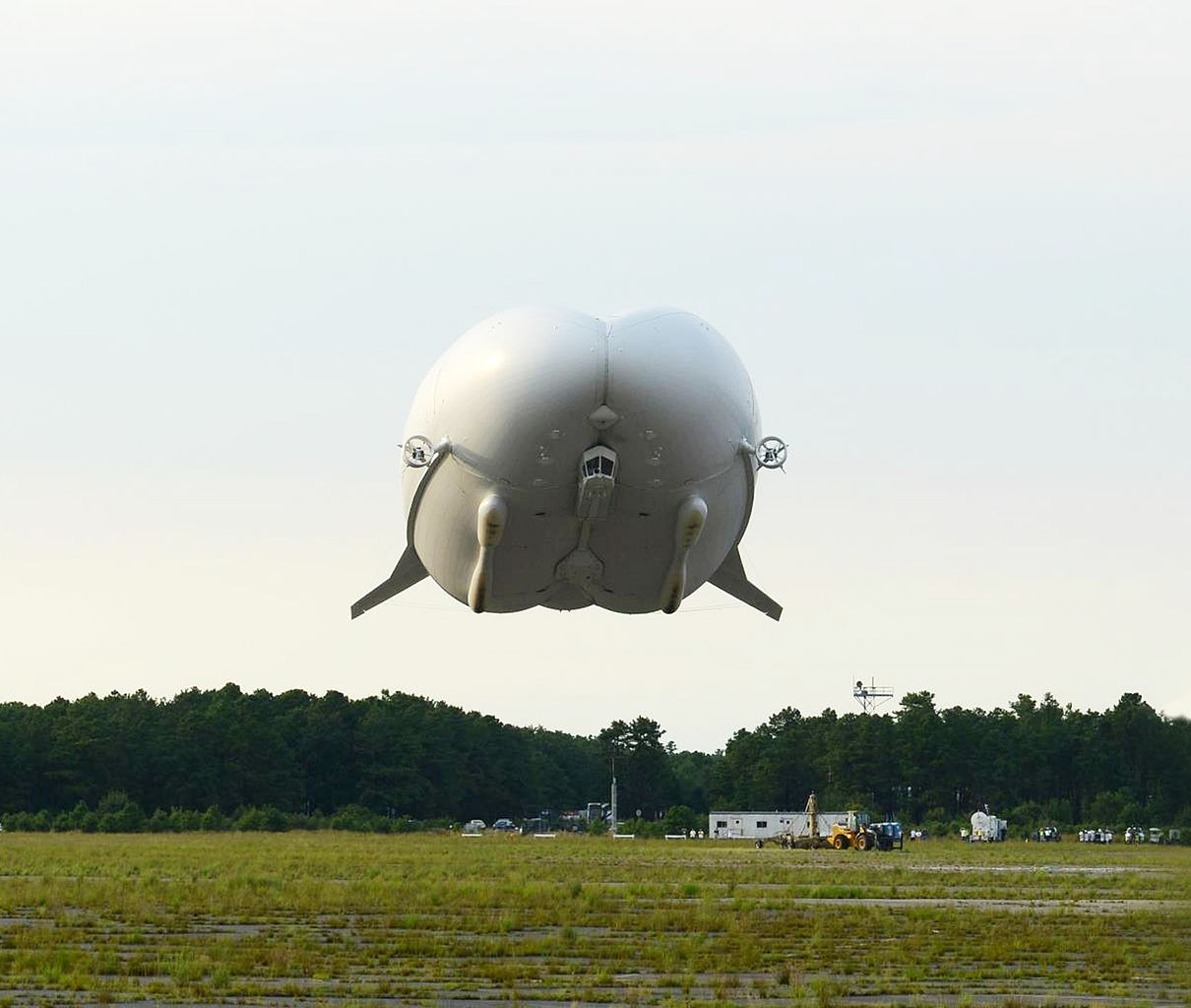 Hybrid Air S Airlander 10 World S Largest Aircraft Makes