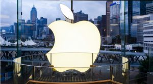 Blue-Chip Stocks With High-Risk Earnings Reports: Apple (AAPL)