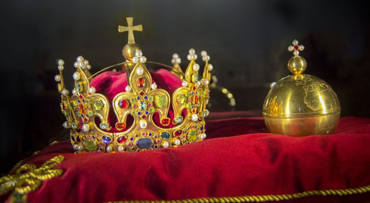 Are These 7 Dividend Aristocrats ETFs Fit for a King?