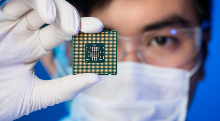 AMAT - Is Applied Materials Stock Poised to Drop Further?