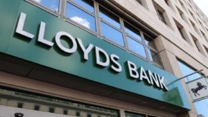 Stocks to Buy: Lloyds Banking Group (LYG)