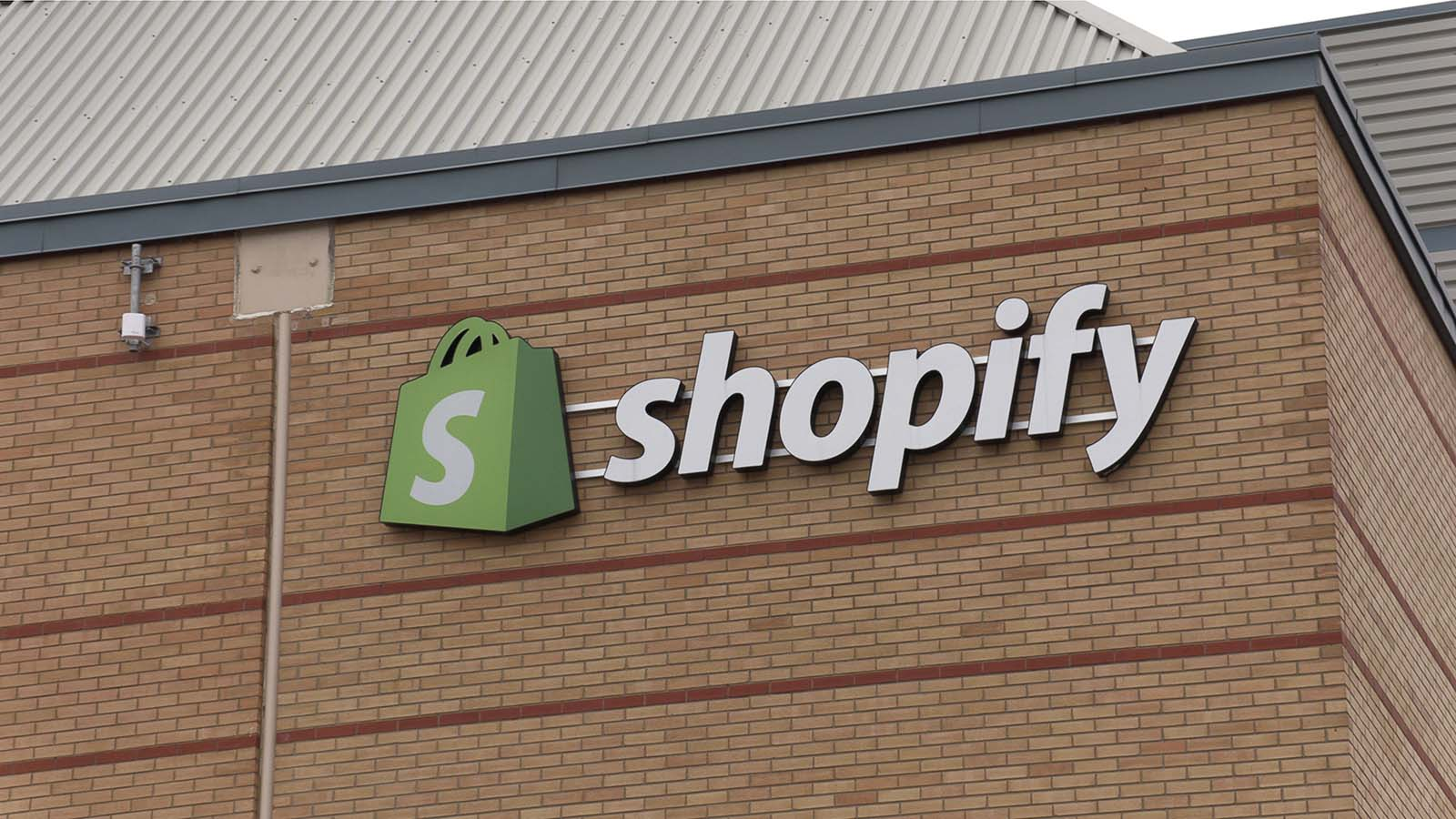 Shopify Stock Is Stuck In A Tug Of War Between Valuation And Momentum Investorplace