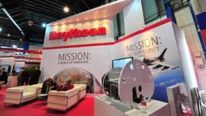 Pantalla informativa Raytheon