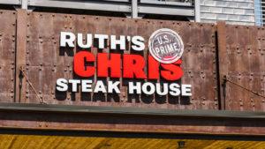 Indianapolis - Circa August 2017: Ruth's Chris Steak House Restaurant