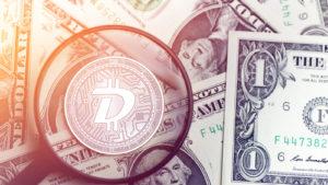 glänzende goldene DIGIBYTE-Kryptowährungsmünze auf verschwommenem Hintergrund mit Dollargeld-3D-Illustration