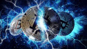 Une image conceptuelle aux tons bleus montrant Bitcoin (BTC) se fissurer en deux.