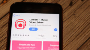 photo of Lomotif app download page on a smartphone